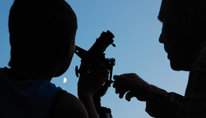 opazovanje-lune-teleskop