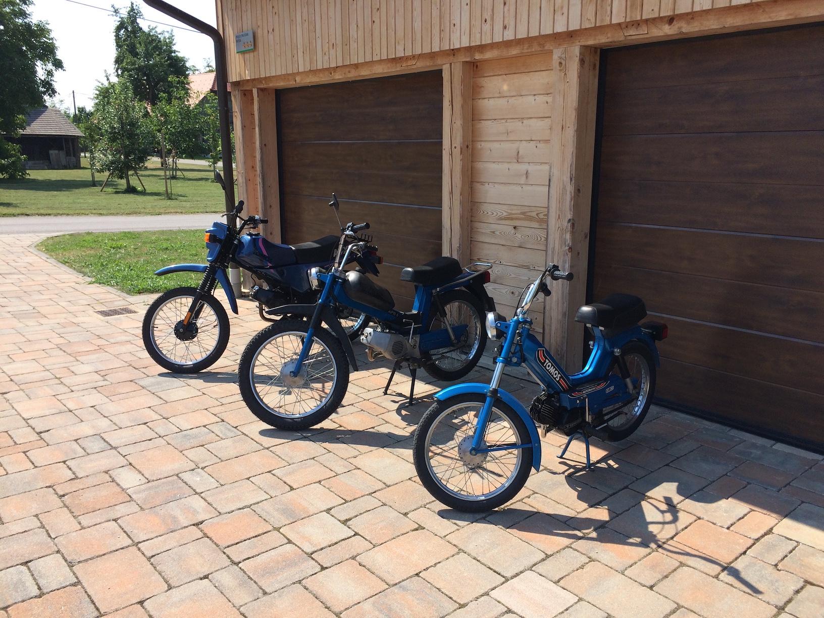 Rent TOMOS moped1