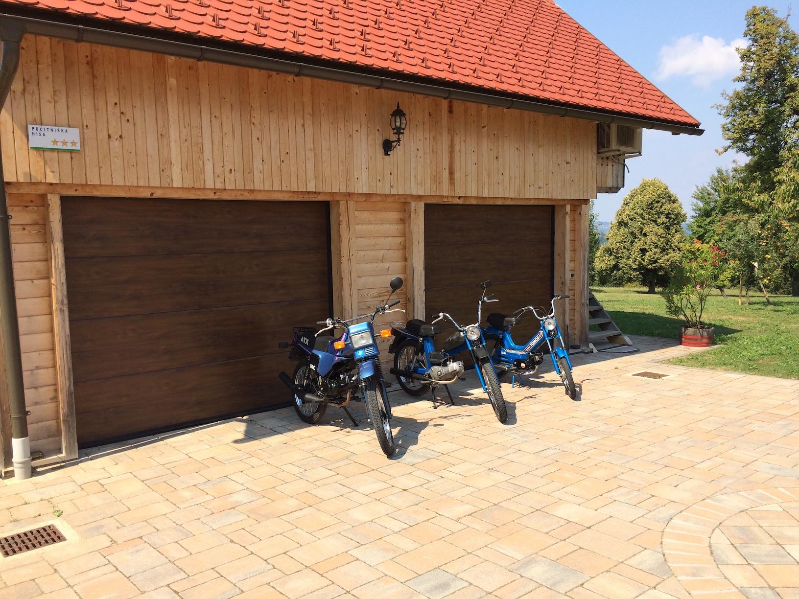 Rent TOMOS moped2