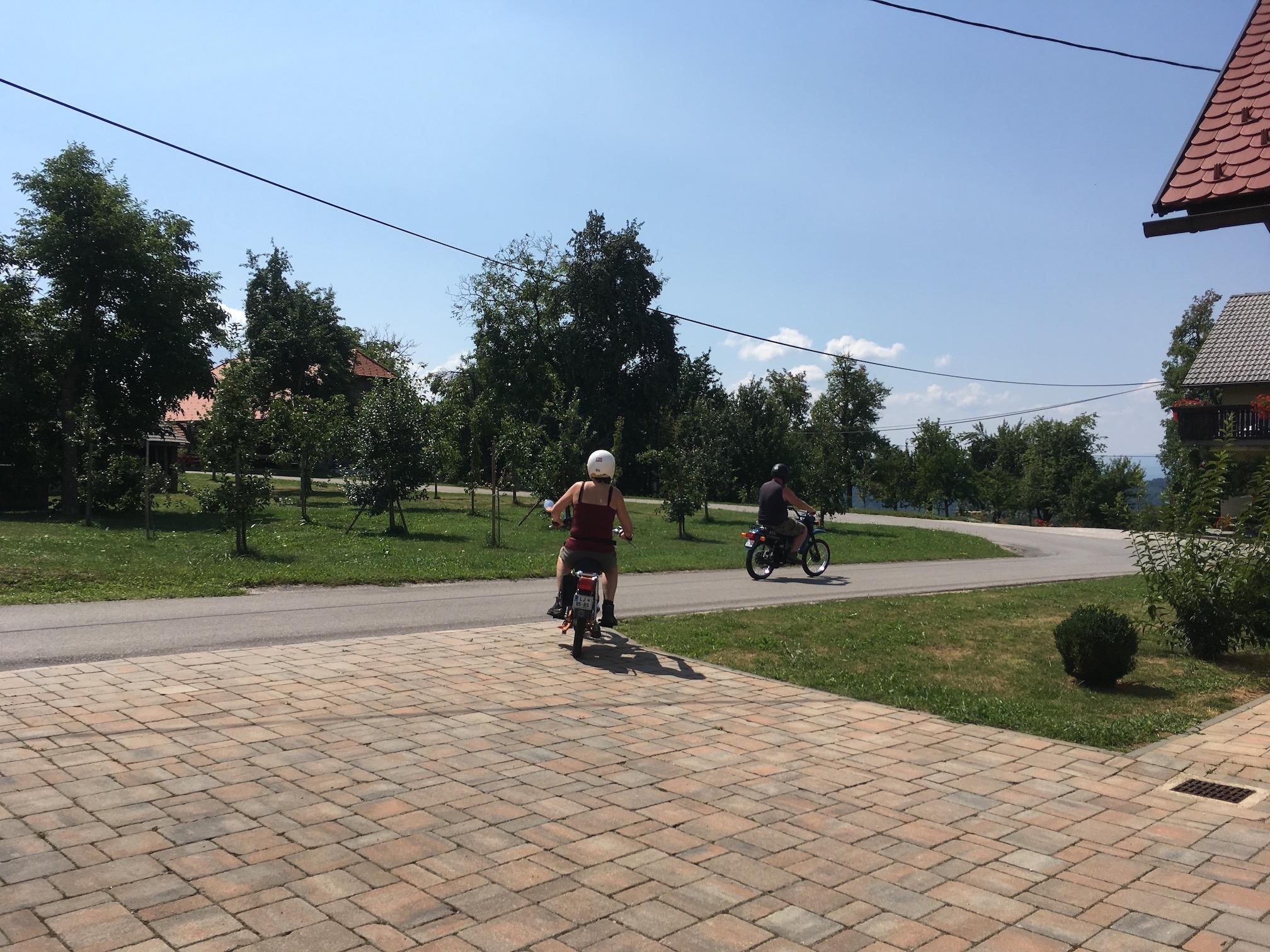 Rent TOMOS moped3