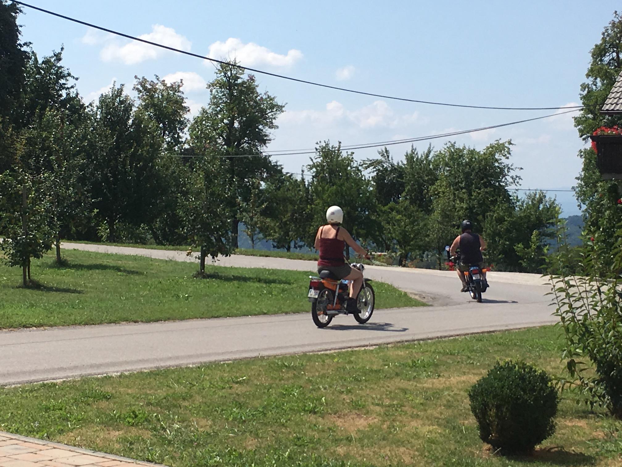 Rent TOMOS moped4
