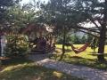 Počivanje v senic Parka Turistične vasi Pristava